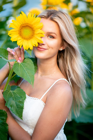 Cedartown Senior Portraits Sunflowers Atlanta-40